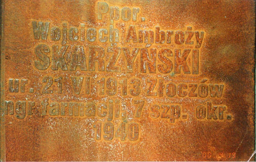 Fot. 2. Tablica w Katyniu z nazwiskiem zamordowanegomgr farm. Wojciecha Ambrożego Skarżyńskiego